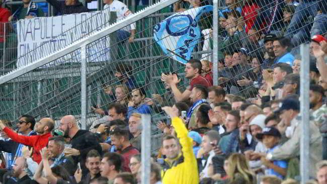 "Napoli sconfitto dal Wolfsburg. I tifosi azzurri furiosi: ""ADL pensa alle olive"""