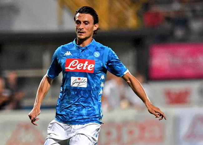 Il Napoli vende soltanto: Inglese e Grassi al Parma, Tonelli al Cagliari. Nuovo rinvio anche per il portiere. Senza centravanti, sarà un grosso rischio.