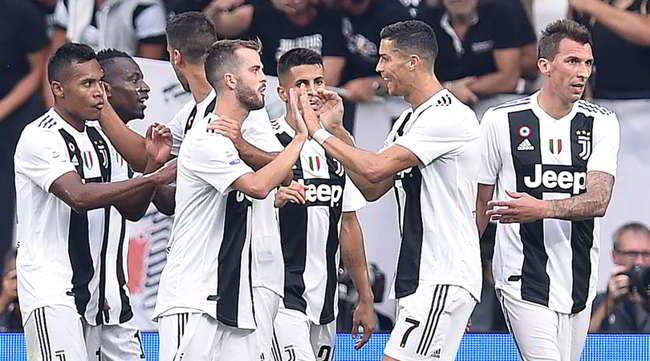 """La Juve batte la Lazio e i tifosi bianconeri cantano: """"Napoli usa il sapone"""""""