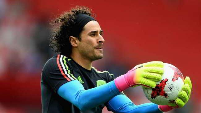 Napoli-Ochoa, duello con lo Standard. Rispunta Ospina dell'Arsenal