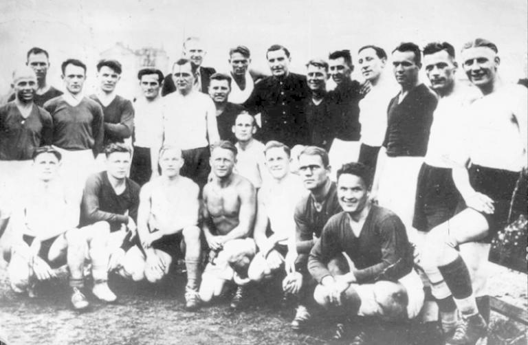 """Calcio, la leggenda della """"Partita della morte"""". la storia che ha ispirato """"Fuga per la vittoria"""""""