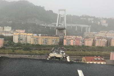 Crolla ponte a Genoa. Cede il ponte di Morandi, decine di vittime