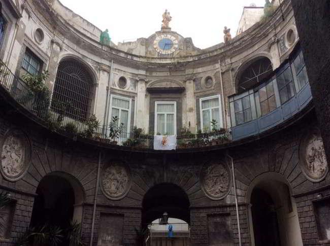 Conosci la storia del fantasma di palazzo Spinelli ai tribunali