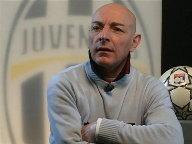 Marcello Chirico attacca il Napoli dalle pagine di tuttojuve. Il giornalista critica Ancelotti e De Laurentiis, poi la stoccata a Sarri.