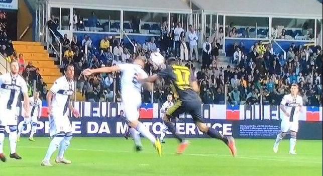 Parma-Juve. Irregolare il goal di Mandzukic, fallo su Iacoponi