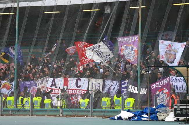 """Cori razzisti dei tifosi della Fiorentina: """"Terroni quanto puzzate"""""""