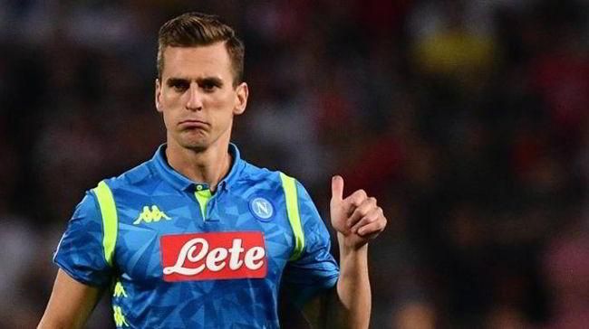 """Arriva il Tweet di Arek Milik sulla rapina. L'attaccante del Napoli ironizza sull'accaduto: """"Una notte quasi perfetta""""."""