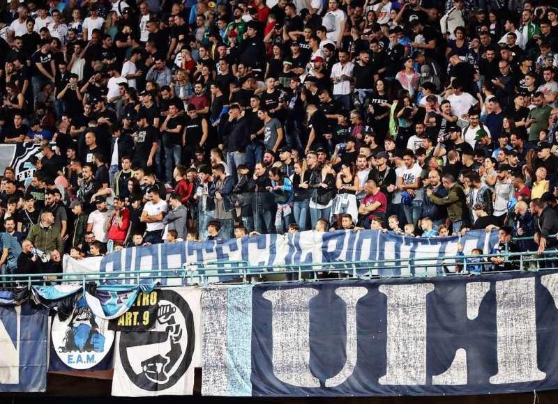 """Napoli, piccola protesta dei bambini al San Paolo: """"ridateci..."""""""