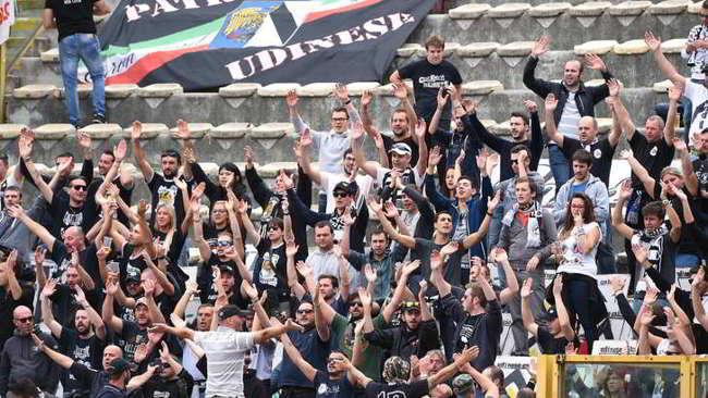 "Udine cori razzisti contro i napoletani: ""Napoli colera"""