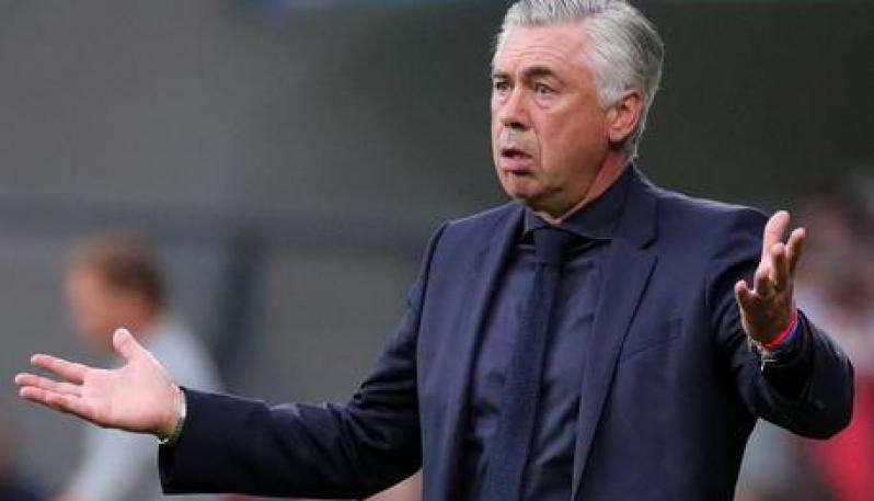 Caputo chiede la maglia a Mertens, Andreazzoli giacca e cravatta ad Ancelotti