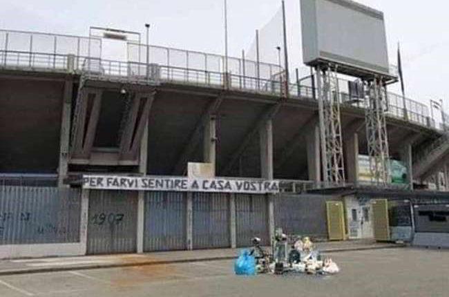 """Razzismo a Bergamo, spazzatura fuori allo stadio: """"Per farvi sentire a casa vostra""""."""
