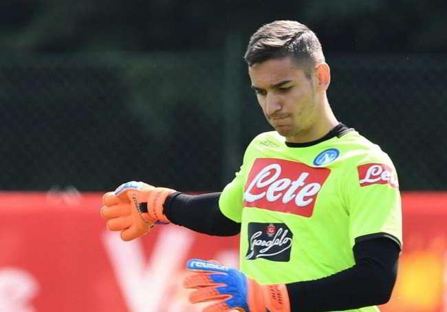 Problemi fisici per Alex Meret, il portiere continua ad avere dolore alla spalla. De Laurentiis anticipa un'operazione con L'Arsenal.