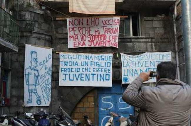 Piazzetta Juve merda, al rione Sanità nasce la strada anti-Juve.