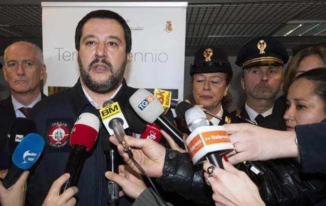 """Salvini: """"Vesuvio lavali col fuoco? Vale Milano in fiamme..."""""""