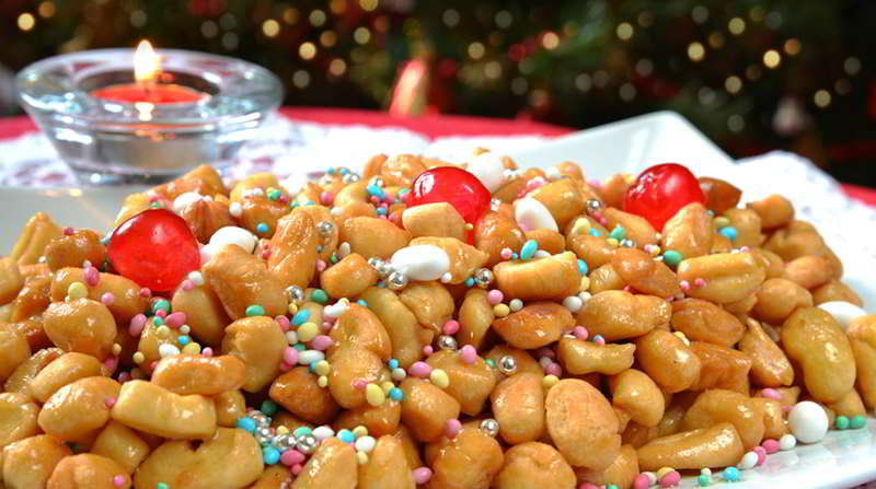 Struffoli napoletani, storia e ricetta del dolce natalizio