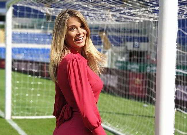 Diletta Leotta fa impazzire i Fan. la conduttrice di Dazn posta una foto su Instagram con seno in bella mostra.