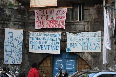 Piazzetta Juve merda, al rione Sanità nasce la strada anti-Juve