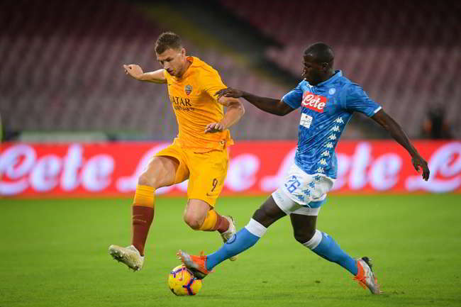 Messaggio della Roma per Koulibaly. La società giallorossa difende il difensore del Napoli vittima di cori razzisti durante Inter-Napoli.