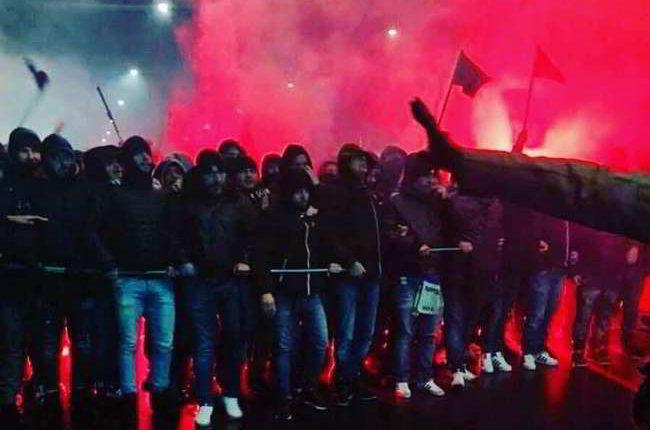 Il video dell'agguato degli ultras dell'Inter ai tifosi napoletani e i violenti scontri costati la vita al 35enne Daniele Belardinelli.