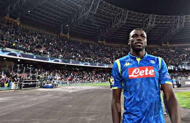 Manchester United offerta per Koulibaly. Nessuno aveva mai offerto tanto per un difensore. De Laurentiis rifiuta 103 milioni da Mourinho.