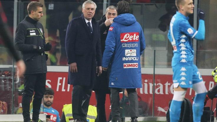 Napoli, Mario Rui non da la mano ad Ancelotti. Il mister risponde così