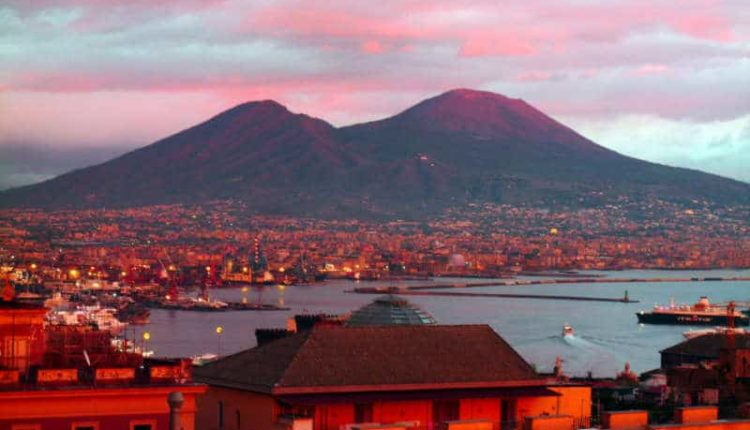 """Pregiudizi su Napoli. Turista scrive a De Magistris: """"Napoletani scusatemi"""""""