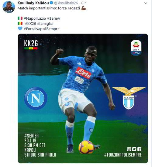 Koulibaly sarà al San Paolo. Il difensore senegalese assisterà a Napoli-Lazio in compagni di De Laurentiis. Messaggio alla squadra via social.