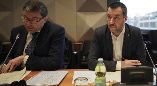 """Salvini risponde ad Ancelotti sul razzismo: """"No allo stop delle partite. Si lavora ad una legge sugli stadi proprietà con camere di sicurezza""""."""