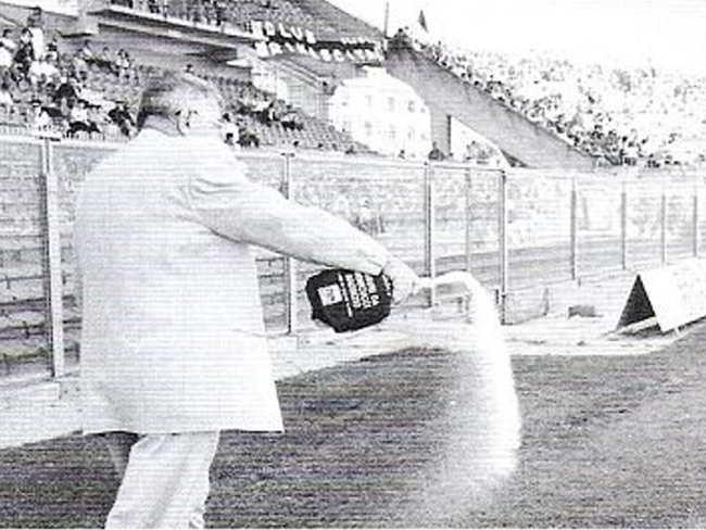 Lotito porta l'esorcista a Formello contro i troppi infortuni subiti dalla Lazio in questa stagione. Altra scaramanzia nel calcio.