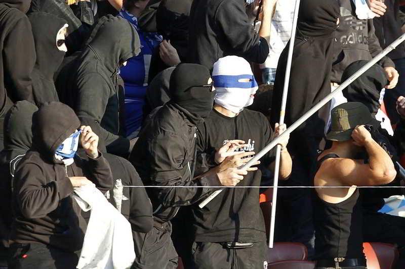 Napoli, gli ultras dello Zurigo con quelli dell'Herta Berlino. Allarme scontri