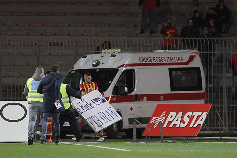 Lecce-Ascoli, Scavone perde i sensi e viene portato in ospedale. Le ultime