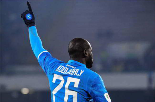 De Laurentiis blinda Koulibaly. Il calciomercato del Napoli partirà dal difensore senegalese. Koulibaly partirà solo in un caso.