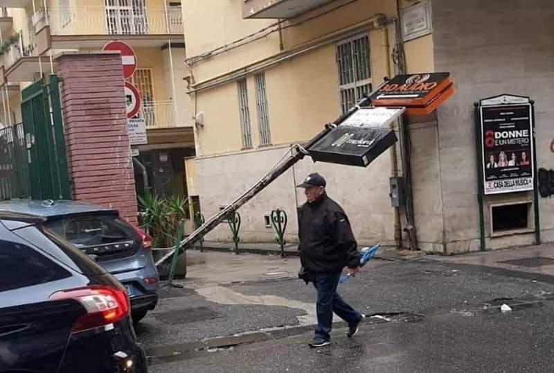 Tromba d'aria su Napoli, due feriti. Danni anche in provincia