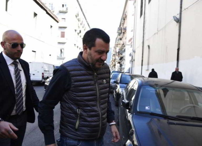 """Salvini a Napoli: """"qui per sconfiggere la camorra. La città reagisce bene..."""""""