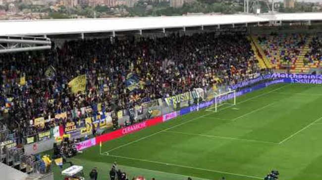 VIDEO. Tifosi del Frosinone contro De Laurentiis e i Napoletani