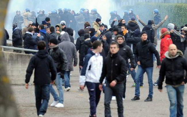 120 tifosi della Juve fermati ad Amsterdam. L'Ajax ironico sul web
