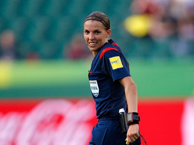 Arriva il primo arbitro donna in Ligue 1. Stephanie Frappart nella storia