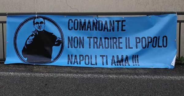 Striscione per Sarri: 'Non tradire il tuo popolo. Napoli ti ama'