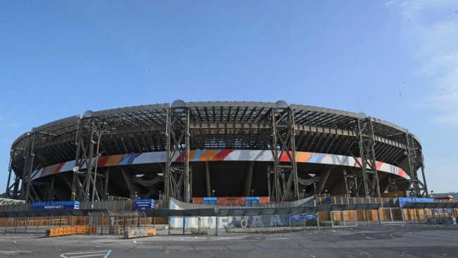 Napoli, Maxischermo allo stadio San Paolo. Montato il primo dei due