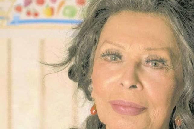 """Sophia Loren: """"Napoli è la mia vita. Vi racconto un retroscena su De Sica """""""