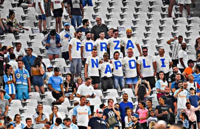 Lanciata la maglia americana del Napoli
