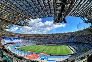 Cori razzisti dei tifosi del Brescia. Da Napoli arriva una risposta da applausi