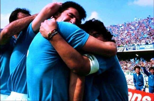 """Maradona, il Gimnasia: """"Napoli, vi rubiamo il coro"""", il club azzurro risponde"""