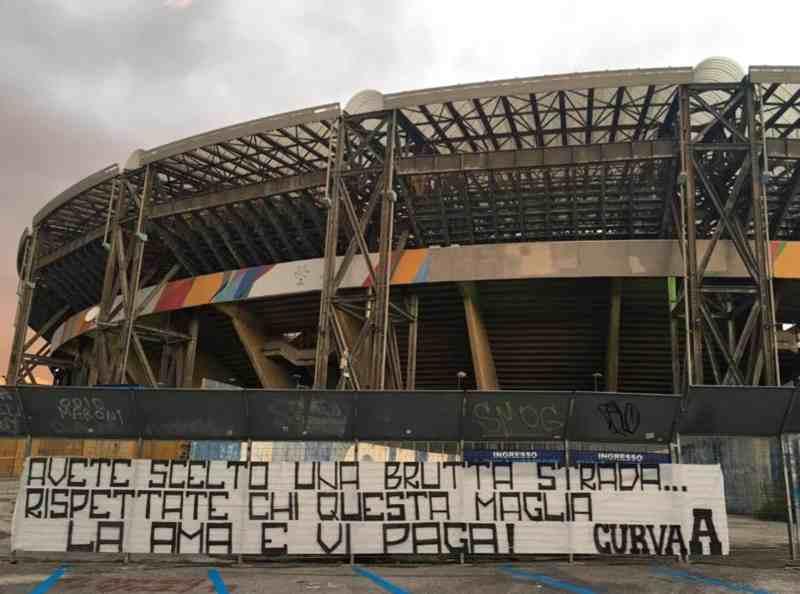 striscioni contro Napoli San Paolo
