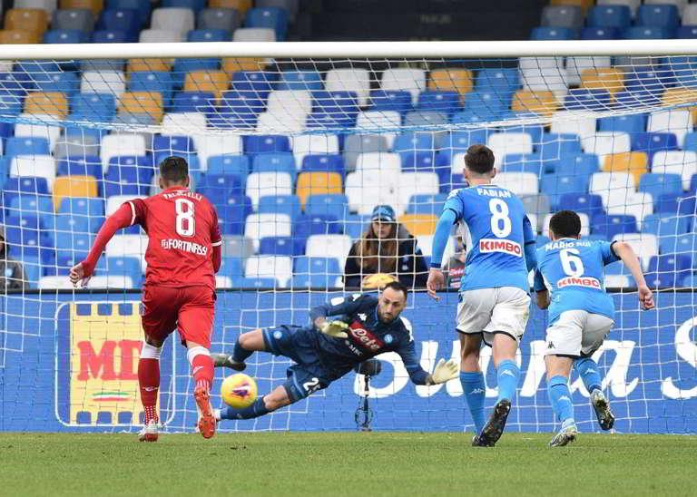 La moviola di Napoli-Perugia. Mancano due rigori agli azzurri. Arbitro e Var in tilt