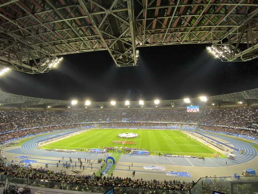 """Napoli-Barcellona, l'urlo """"The Champiooons"""" è arrivato a Posillipo"""
