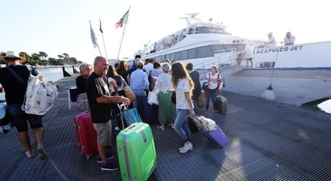 coronavirus, vietati sbarchi ischia turisti veneti