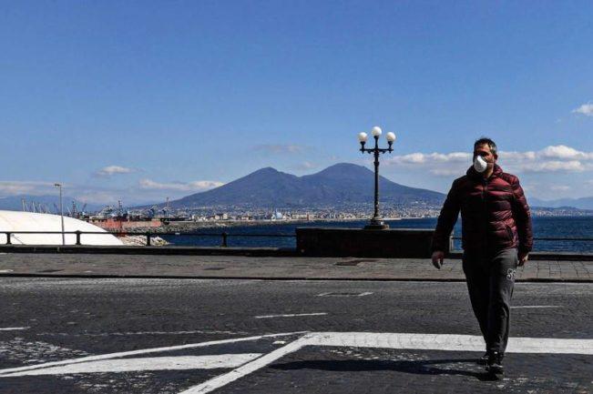 Coronavirus a Napoli mascherine, cibo e farmaci per i più poveri