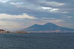 Coronavirus, da Napoli la migliore risposta al nord. Straordinario successo