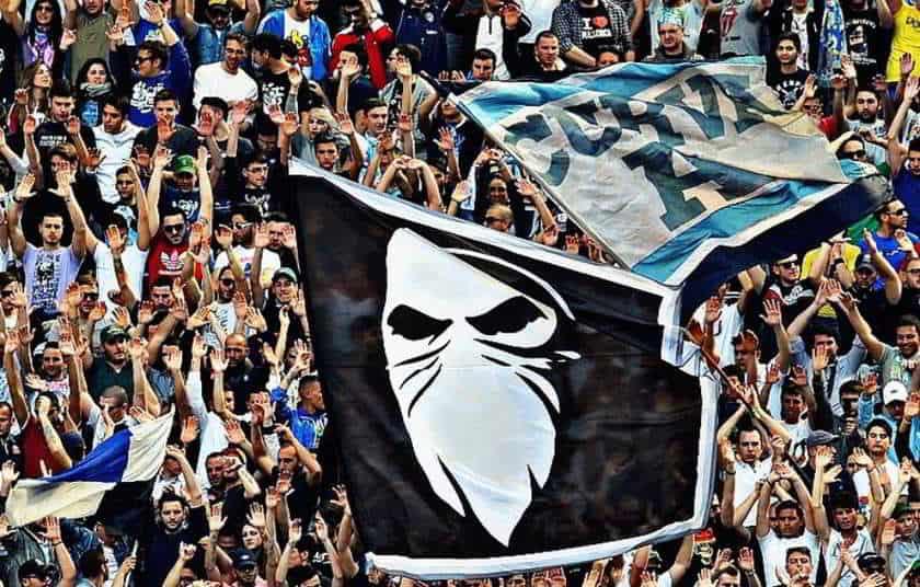 Ultras Napoli contro la ripresa della serie A